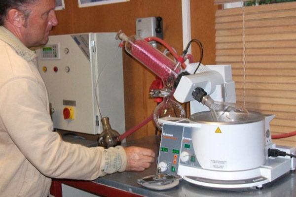 Thomas Gruppe Asphalt Stein Asphaltpruefung im Labor