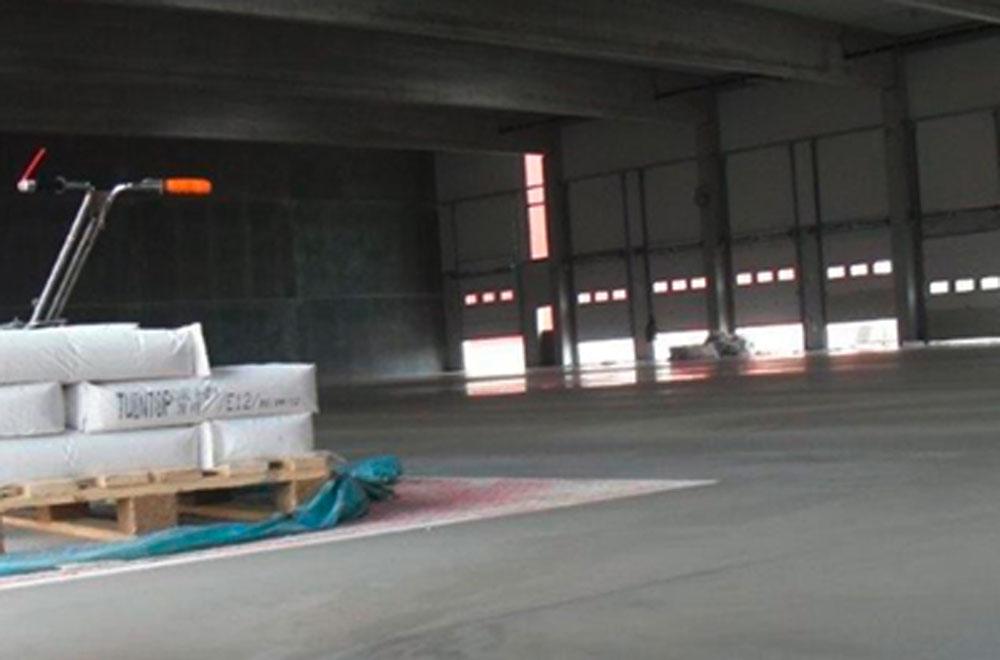 Halle mit Industriefußboden aus Beton | thomas gruppe