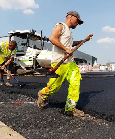 Arbeiter bei der Instandhaltung einer Straße | thomas gruppe